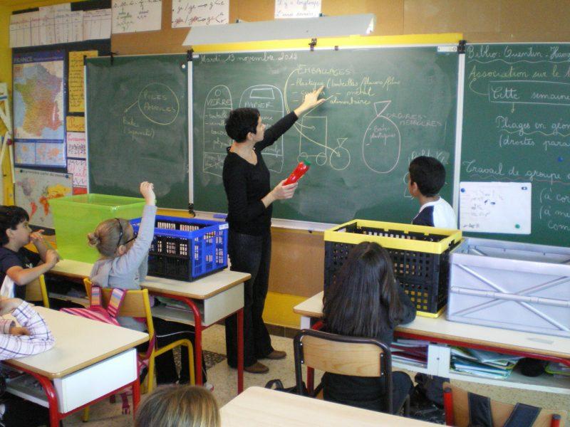 Laurence en animation scolaire dans le Var