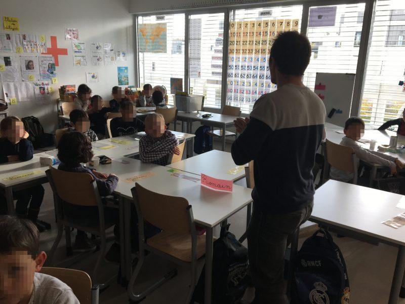 Mathieu en animation scolaire à Versailles