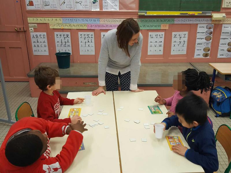 Julie en animation scolaire à Saint Denis